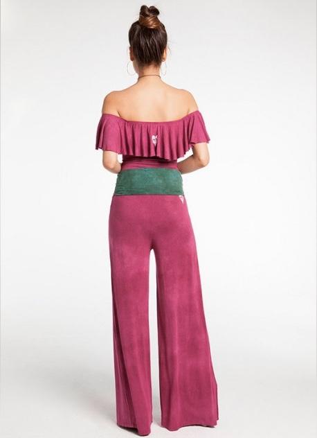 """<p style=""""color: #666666;"""">Pantalon palazzo con cintura elastica. Comodo y versatil.</p> <p style=""""color: #666666;"""">Color: T&D BATIK ORQUIDEA</p> <p style=""""color: #666666;"""">Tejido: 92% VISCOSE 8% ELASTAN.</p> Alabama Shop"""