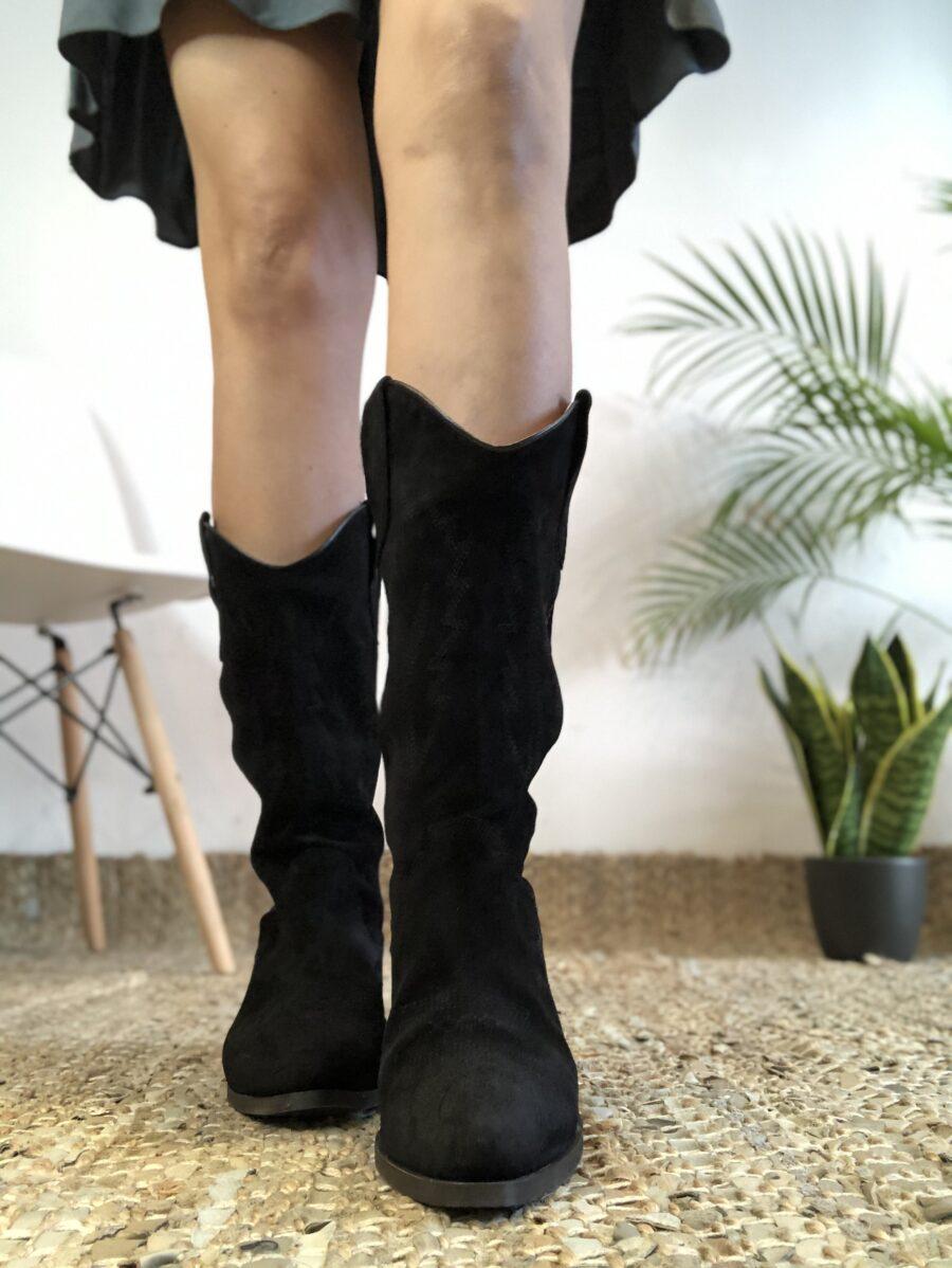 Botas de piel de alta calidad. Altura de caña: 31 cm por el lateral. 25,5 cm por detrás. Tacón: 5 cm Diseñado y Fabricado en España. Alabama Shop