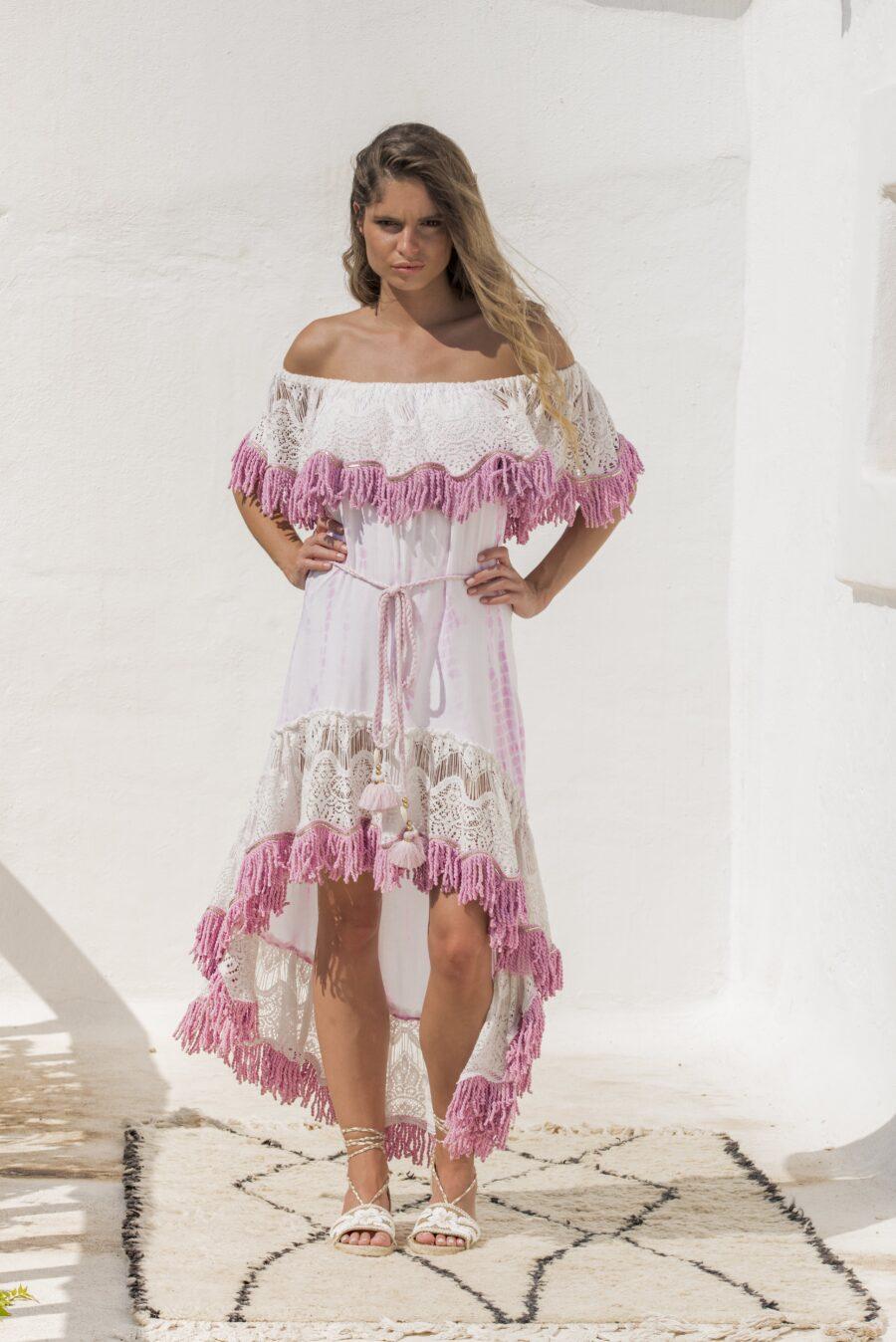 <strong>Vestido Cairo</strong>confeccionado en algodón, en color rosa , corte asimétrico , escote barco con detalles en flecos cortos y cinturón al tono. Talla única.  <strong>Composición</strong> <ul> <li> <ul> <li>100% algodón.</li> </ul> </li> </ul> Alabama Shop