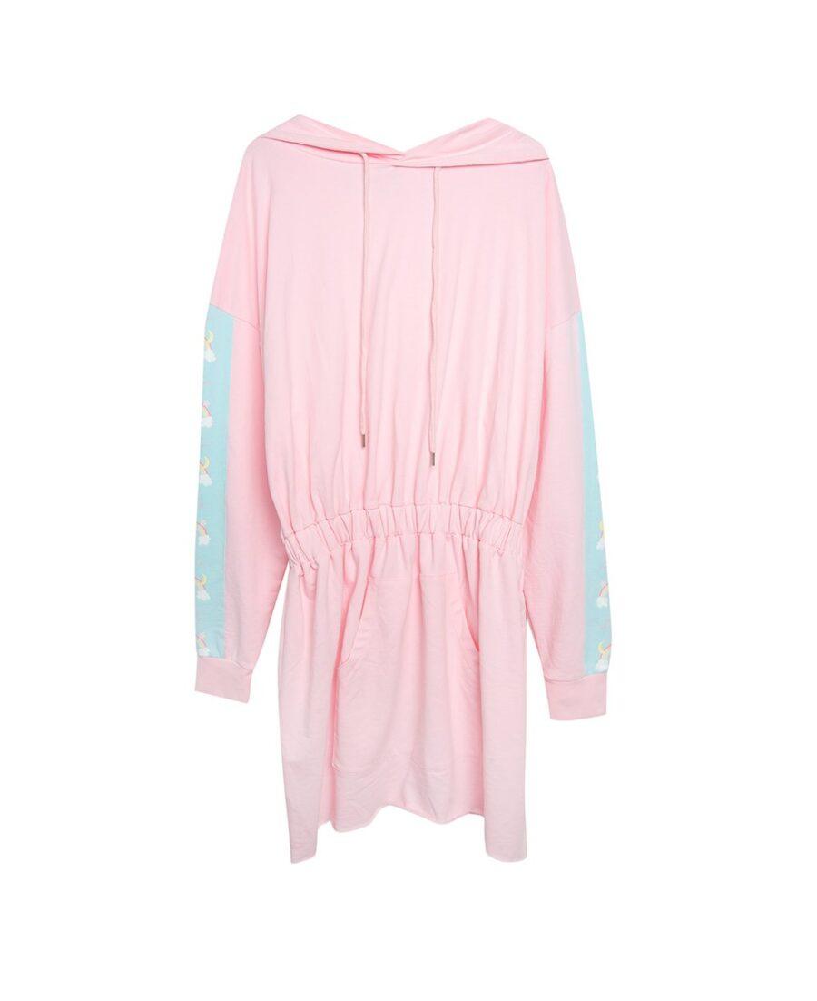Vestido sudadera de algodón rosa, con capucha con cordón ajustable y cinturilla elástica. Manga caída y canguro en la parte de la falda. A modo de detalle encontramos el estampado arcoíris en la parte central de la capucha y en los laterales de las mangas. <h4>COMPOSICIÓN:</h4> 100% algodón <h4>CUIDADOS:</h4> - Temperatura máxima del lavado 30º - No usar lejía - Temperatura máxima del planchado 110º - No limpiar en seco - No utilizar secadora  Alabama Shop