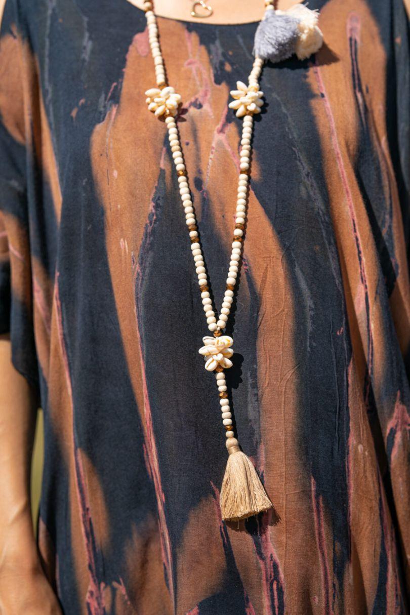 "<div class=""woocommerce-product-details__short-description""> Vestido/tunica batik con aperturas en los hombros. 100% rayón. Hecho a mano en Bali. Limited edition. Talla única. </div> <form class=""cart"" action=""https://tarifasoul.com/tienda/ropa/vestidos-y-kaftanes/kaftan-boho-azul-2/"" enctype=""multipart/form-data"" method=""post""> <div class=""quantity""><label class=""screen-reader-text"" for=""quantity_606d911bcb0e9"">Cantidad</label></div> </form> Alabama Shop"