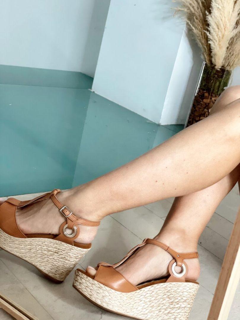Sandalias de cuña de piel. Plantilla de piel efecto confort. Altura cuña: 9 cm Altura plataforma delantera: 3,5 cm Alabama Shop
