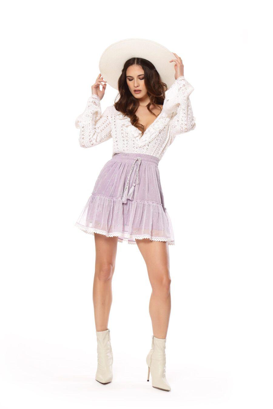 Este vestido con cuerpo de crochet y escote en V, tiene una falda vaporosa en gasa malva con bolsillos. 100% COTTON Alabama Shop