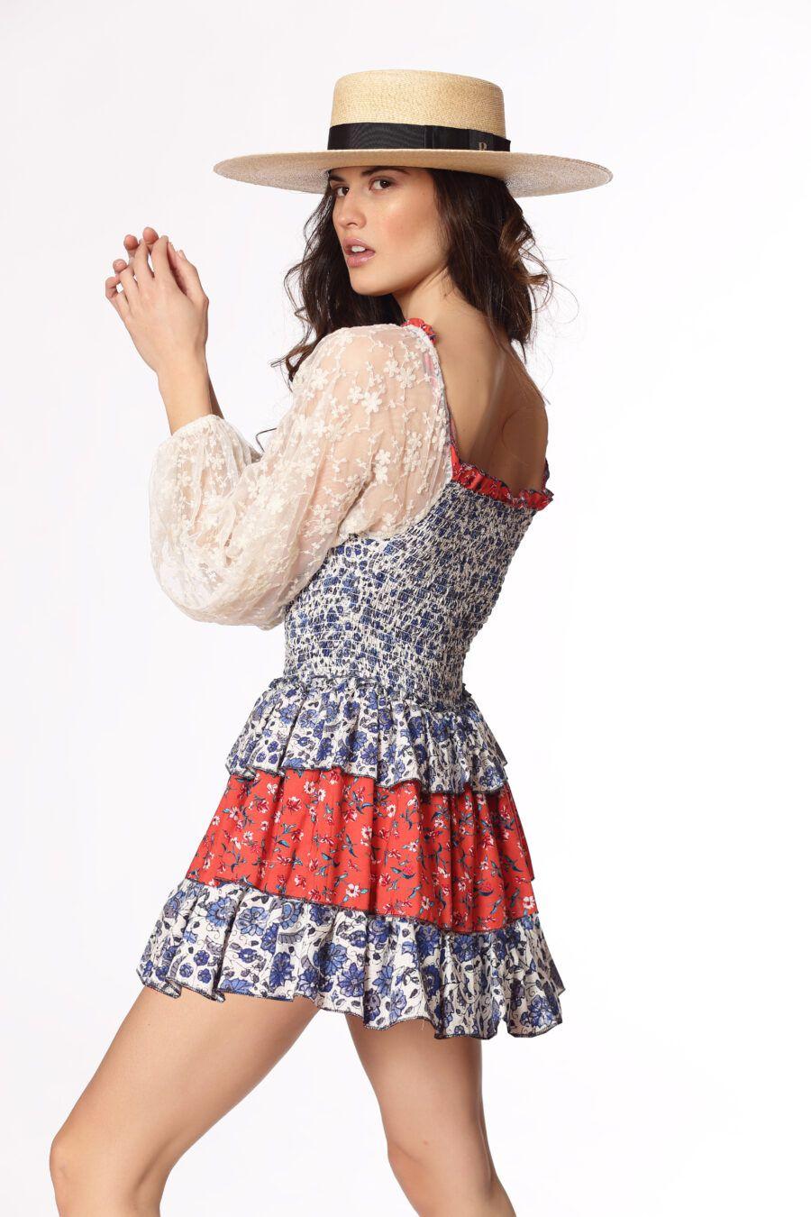 La combinación de estampados y tejidos, junto con el patrón tan sexi y favorecedor, hace que este vestido se convierta en uno de vuestros favoritos esta temporada. 80%COTTON 20%VISCOSE Alabama Shop