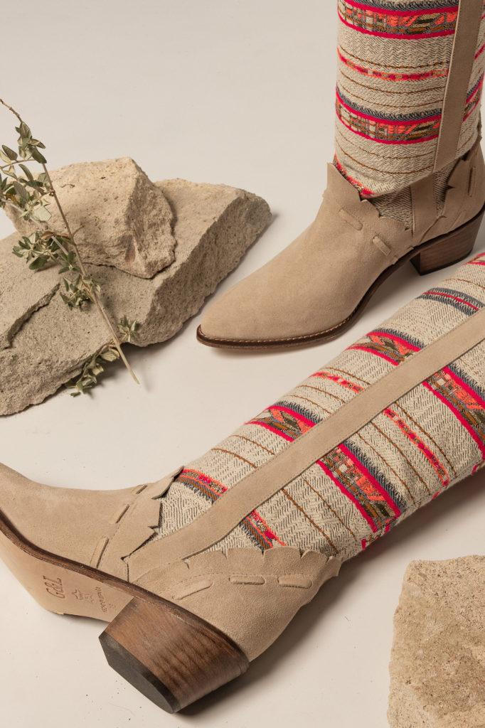 Botas de Jacquard en algodón y piel. Puntera afilada. Tacón 5 cm Altura de caña : 51 cm Anchura de la caña : 37 cm  Alabama Shop