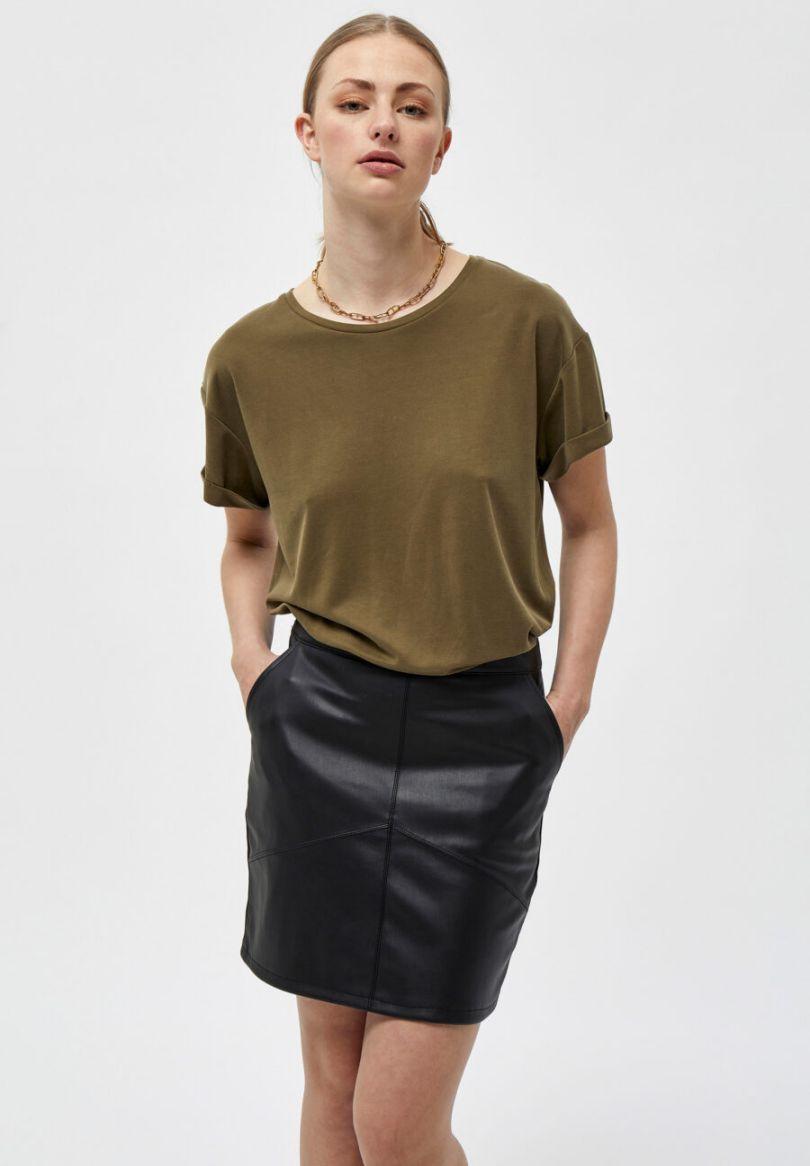 Camiseta imprescindible como fondo de armario. Manga corta y cuello redondo. 94% Viscose, 6% Elastane Alabama Shop