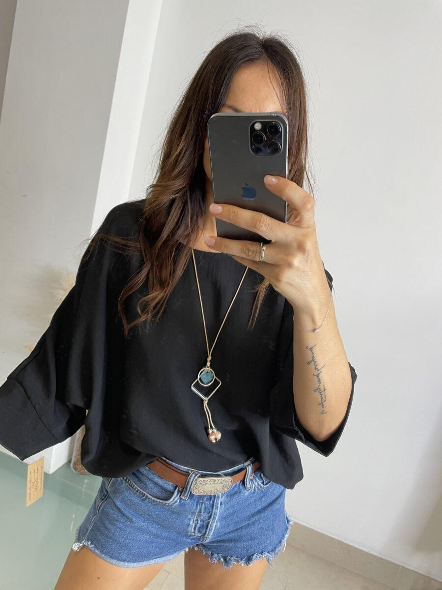 Blusa oversize con manga japonesa y colgante incluido (es un collar aparte que puedes llevar puesto o no) Talla única. Alabama Shop
