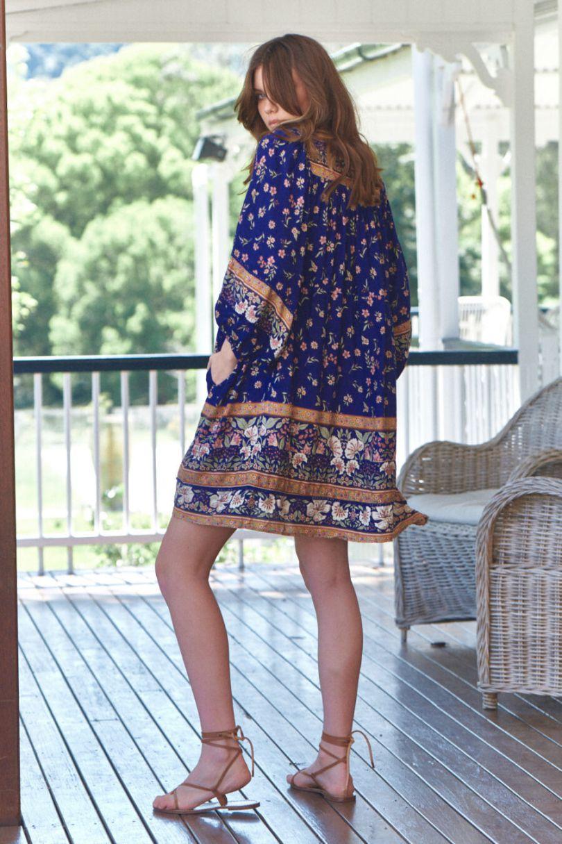 Vestido boho oversize con estampado floral. La modelo lleva la talla XS. 100% rayón Alabama Shop
