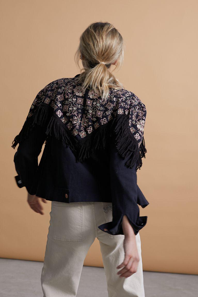Chaqueta de loneta negra con bordados y flecos. Alabama Shop