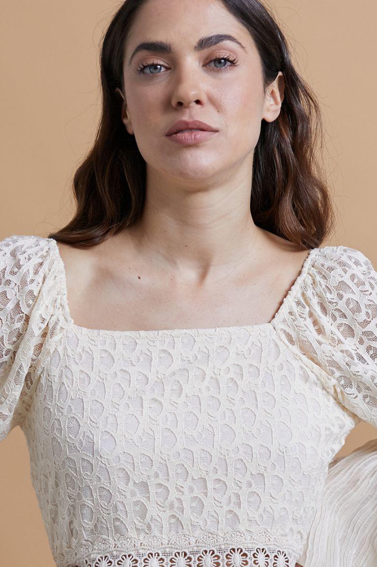 Blusa combinada de encaje y plisados en color ivory. Alabama Shop