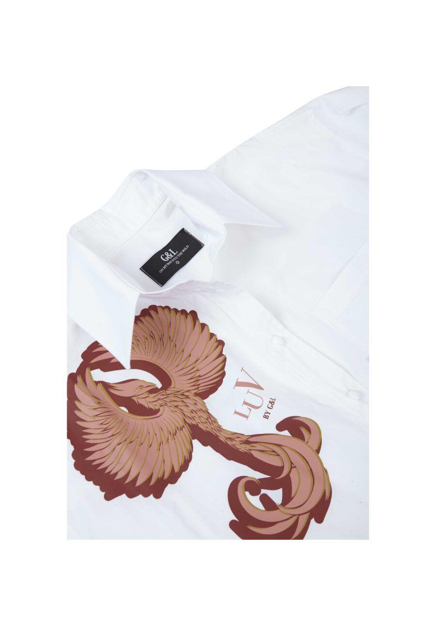 Camisa con detalle de Phoenix. Camisa oversize confeccionada en algodón 100%. Cuello solapa y manga larga acabada en puño. Cierre frontal con botones personalizados G&L Alabama Shop