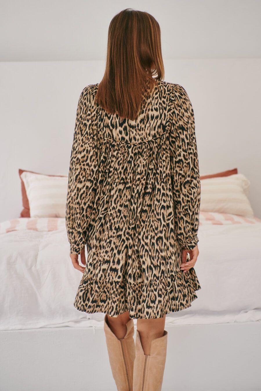 Vestido boho con estampado animal print La modelo lleva la talla XS. 100% rayón Alabama Shop