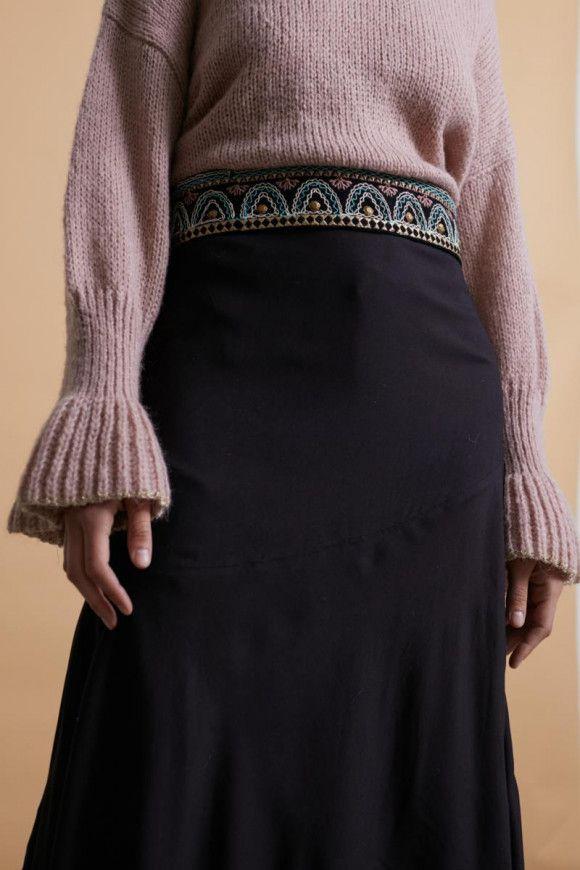 Cinturón con estampado étnico y borardos de varios colores. Ajustable a la cintura. <b>Composición</b> 100% Viscosa Alabama Shop