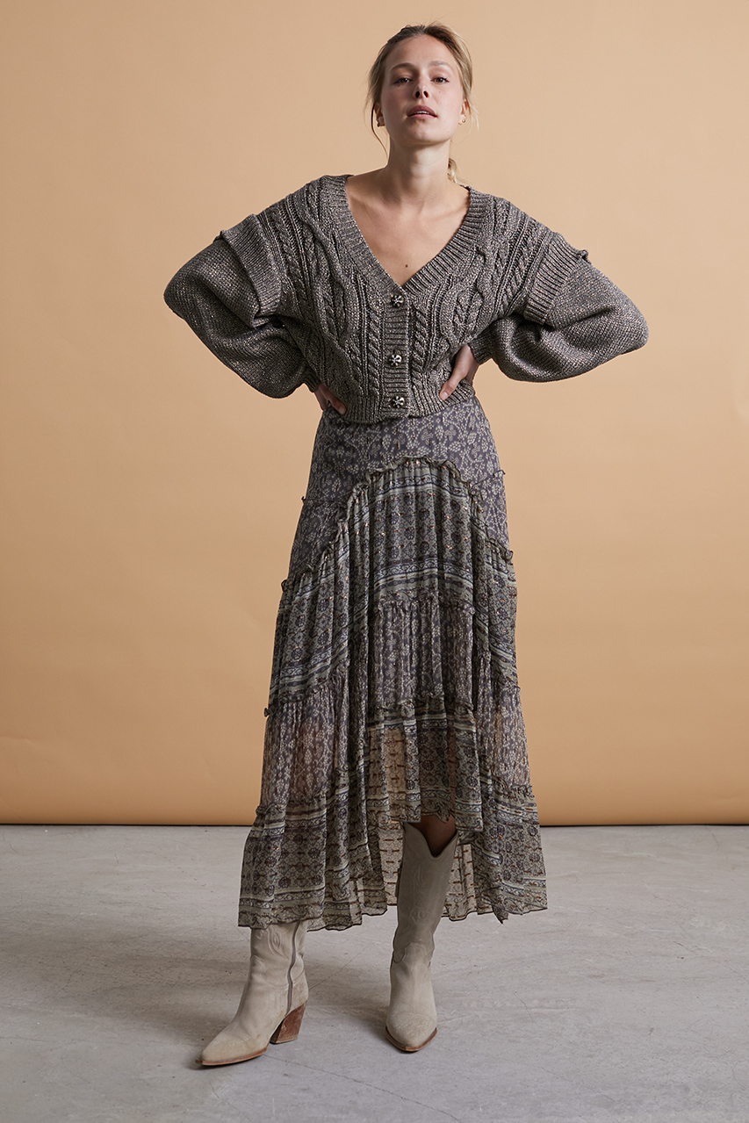 Falda larga de gasa con estampados combinados y cinturilla elástica con lentejuelas. Composición r100º/ₒ Viscosa Alabama Shop
